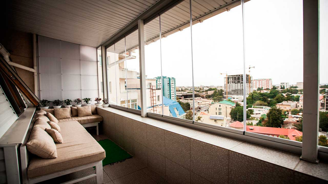 416781505_w640_h640_bezramnoe-osteklenie-balkonov